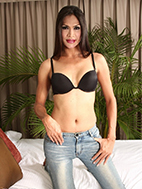 Justine is so hot and excited in her black bra and tight jeans.